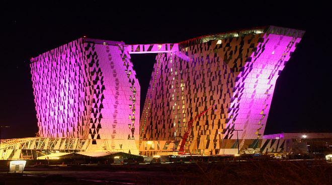 Hotel by night belysning